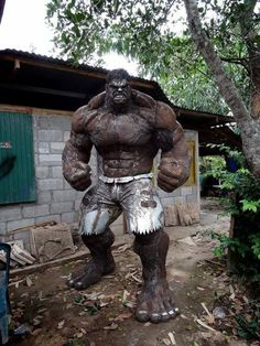 Immortalize the undisputed muscle of the Avengers in your own yard with the scrap metal Hulk statue. This monstrous statue stands tall and depicts the Hulk in all his glory – so any weaklings who cross his path can awe at his godlike physique. Arte Pop, Arte Do Hulk, Comic Books Art, Comic Art, Art En Acier, Hulk Art, Hulk Hulk, Grandeur Nature, Sculpture Metal