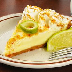 """Floridas nationaldessert nummer ett! Det finns en väldig stolthet och konkurrens i hur en äkta Key lime pie ska smaka. Nu kan du prova din egen, och själv avgöra. Men det här receptet ligger inte långtifrån """"the real deal"""", det kan vi lova! Key Lime Pie Recept, Bakers Gonna Bake, No Bake Pies, Pie Dessert, No Bake Desserts, Food Inspiration, Baking Recipes, Sweet Tooth, Cheesecake"""