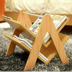 Wooden Pallet Pallet book rack ideas - Presenting you the most awaited wooden pallets So, no more waiting now! Here you would get to know about the most amazing and new pallet project ideas made from wooden pallets Small Wood Projects, Pallet Projects, Woodworking Projects, Diy Projects, Woodworking Classes, Woodworking Videos, Project Ideas, Wooden Crafts, Diy And Crafts