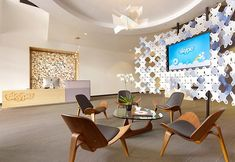 Office & Workspace: Reception Room Design And Wooden Chair With Grey Cushions Seating: Comfort Skype Office Interior Design with Modern Furnishing Lobby Design, Design Entrée, Design Loft, Design Studio, Design Ideas, Design Inspiration, Brand Design, Wall Design, Creative Design
