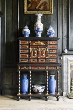East Asian ceramics on a late seventeenth-century Antwerp cabinet at Belton House, Lincolnshire, England, UK. English Interior, Classic Interior, Furniture Styles, Furniture Design, Asian Furniture, Belton House, Antique Chinese Furniture, British Colonial Style, Chinoiserie Chic