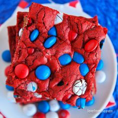 The best red, white and blue desserts for the of July! Easy patriotic recipes for celebrating the Fourth of July. Patriotic Desserts, Blue Desserts, 4th Of July Desserts, Birthday Desserts, Birthday Treats, Birthday Parties, 4th Birthday, Patriotic Crafts, Red Velvet Cookies