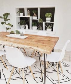 That dining room though knows how it's done Table Salle à Manger RENO Natural Solid acacia wood dining table Dining Room Sets, Dining Room Design, Dinning Room Table Decor, Ikea Dining Room, Wooden Table Diy, Diy Dining Table, Kitchen Tables, Hairpin Leg Dining Table, White Dining Room Table