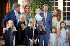 Prince Floris and princess Aimée with their children, the king and queen and their children.