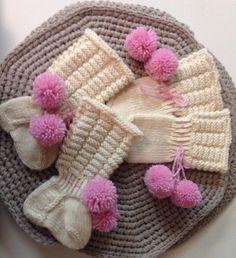 Vauvan sukat ja tumput. Ohje Novita, lankana Novita Wool