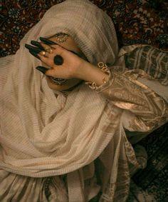 Muslim Wedding Dresses, Pakistani Bridal Dresses, Indian Aesthetic, Aesthetic Girl, Teenage Girl Photography, Girl Photography Poses, Indian Photoshoot, Hijabi Girl, Girly Pictures
