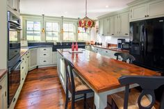 Totally loving this kitchen!