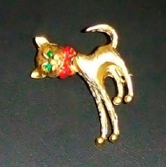 1234~Vintage Textured Goldtone Figural Bobble Head Cat Brooch Pin Green RS Eyes*