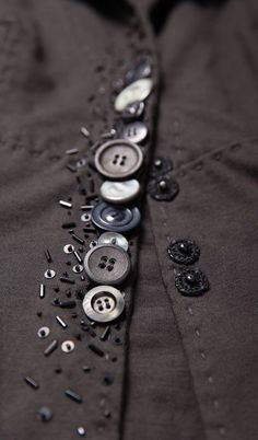 64 Ideas For Sewing Clothes Refashion Ideas Buttons What is the primary purpose of sewing? Yeah, sew something to wear, … Button Art, Button Crafts, Sewing Hacks, Sewing Crafts, Sewing Projects, Fabric Manipulation, Vintage Buttons, Sewing Techniques, Draping Techniques