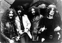 Black Sabbath es una banda británica de heavy metal formada en 196811 en Birmingham por Tony Iommi (guitarra), Ozzy Osbourne (voz), Geezer Butler (bajo) y Bill Ward (batería). Desde entonces, la banda ha sufrido multitud de cambios de formación, con más de veinticinco antiguos miembros.12 Formados originalmente como una banda de blues rock llamada en un principio Polka Tulk y posteriormente Earth.
