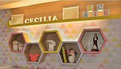 Inspiração! 💭💭 Prateleira e nichos colméia ! #superideia #quartodemenino #quartodemenina #quartobebe #quartoinfantil #babydecor #nichos #prateleiras #kids #decoraçãoinfantil #bebe #baby #quartodebebe #decor Baby Bedroom, Baby Room Decor, Girls Bedroom, Living Room Decor, Diy Wall Art, Wall Art Decor, Hexagon Wall Shelf, Childrens Bedroom Furniture, Wall Shelf Decor