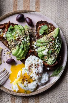 Brunch: on craque pour les tartines à l'avocat! Brunch: ¡nos encantan las…