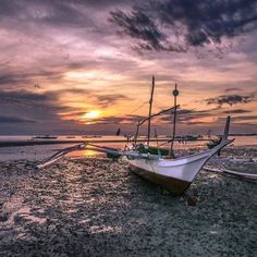The most beautiful sunset I have ever seen.😍😍 . . . . . . #instamoments #instatravel #vscotravel #travelblogger #iamtraveler #travelling #dnescestujem #philippines #bantayan #islandsunset #sunsetgram #travelgram #passionpassport