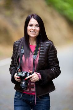 Photography tips, eBooks, and online classes on portrait photography and the business of photography.