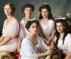 Família Romanov: Fotografia digitalmente colorida pela artista russa Olga Shirnina das mulheres da família Romanov.  Na imagem temos a czarina Alexandra Feodorovna com suas filhas, Olga, Tatiana, Anastasia e Maria.