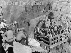 Building Hoover Dam - 1932 Hoover Dam Construction, Construction Worker, Vintage Pictures, Old Pictures, Spain Culture, Historical Photos, Art And Architecture, Great Photos, Photo Art