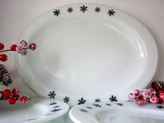 Pyrex platter pyrex meat plate gaiety by Black And White Plates, Christmas Plates, Snowflake Designs, Pyrex, Milk Glass, Platter, Etsy Store, Snowflakes, Decorative Plates