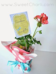 Give a flower as a gift under $5.  Gift of Sunshine + Free Printable.  #birthdaygiftidea