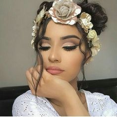 Cut crease eyeshadow is one of the newest and most popular eye makeup trends. It is basically any eye makeup that changes dramatically at the crease o. Makeup Goals, Love Makeup, Makeup Inspo, Makeup Inspiration, Makeup Tips, Beauty Makeup, Hair Beauty, Makeup Ideas, Makeup Trends
