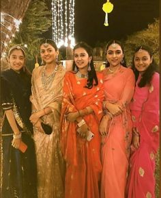 Indian Wedding Fashion, Indian Wedding Outfits, Rajasthani Dress, Cotton Saree Designs, Saree Floral, Rajputi Dress, Indian Wedding Photography Poses, Royal Beauty, Designer Party Wear Dresses