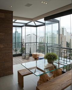 Apartamento Tendence Campo Belo II (Duplex 300 m²) / Patricia Kolanian Pasquini @kolanianpasquin #sacada #varanda #terrace #balcony #living #decor #view #madeirademolicao
