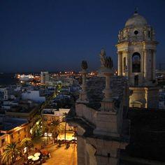 Vista nocturna de #Cadiz desde la catedral Cadiz, Andalucia, Empire State Building, San Francisco Ferry, Cathedral, Spain, Country, Places, Top