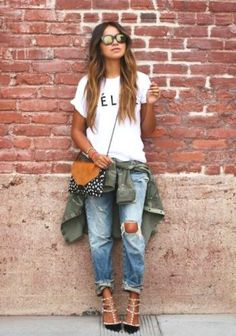 How to Wear Boyfriend Jeans with simple tshirt- How to rock the boyfriend jeans http://www.justtrendygirls.com/how-to-rock-the-boyfriend-jeans/