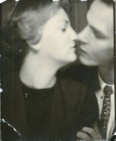 Kissing at the photobooth