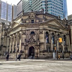 No trip to Toronto is complete without a dose of hockey in one form or another. The Hockey Hall of Fame Museum is perfect for ultimate hockey fans and their families - the museum is interactive, so your kids will love it!