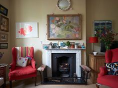 """PHOTOS: Go Inside Dominic West's Quaint & Colorful London Home 
