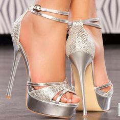 Me en can taaa Beautiful High Heels, Sexy High Heels, Womens High Heels, Pretty Shoes, Cute Shoes, Women's Shoes, Dream Shoes, Fashion Boots, Girls Shoes