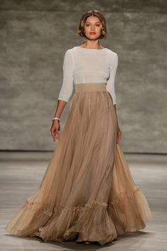 That top material, and that frill along the hem line... adore! Luis Antonio S/S15 #ss15 #nyfw