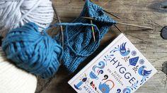 Radość tworzenia rzeczy pięknych i przydatnych - etui na Kindle'a z francuskiej bawełny wykonane ręcznie w Siedlisku na Wygonie na Mazurach #etui #Kindle #hygge #książka #dzierganie #nadrutach #druty #drutach #bawełna #rękodzieło #handmade #case #knitting #knitted #cable #stitch #warkocz