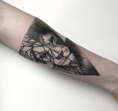 Tattoo #lion #geometric #dotwork #linework #blackwork #triangle #lasecta