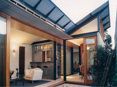 The awning: an ideal solution for reducing solar heat.