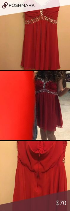 Formal dress It's red formal sweetheart neckline that's short B Darlin Dresses Prom