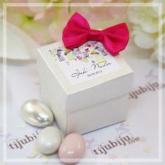 Sahibinin zevkini ve stilini yansıtan hediye en güzel hediyedir. Davetinizin rengine uygun kutu ve belirleyeceğiniz temaya uygun etiket seçimiyle isminize özel, yaratıcı ve sıra dışı bir şeker kutusu kombinasyonu ortaya çıkarabilirsiniz.