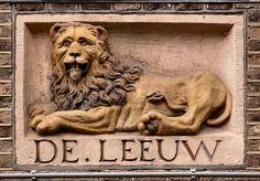 Gevelsteen De Leeuw, Utrechtsestraat 92, Amsterdam. Photo by Pancras van der…