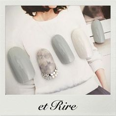 I love this shade of grey, and the nailart, too! ♡