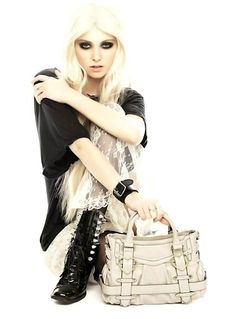 I'm Linzi,pictures posted are reflective of my mood at the time. I have epilepsy,so not always online. Taylor Momsen Style, Taylor Michel Momsen, Taylor Momson, Pretty Punk, Cindy Lou, Rocker Girl, Girl Crushes, Beautiful People, Winter Fashion