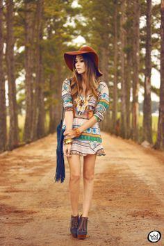 http://fashioncoolture.com.br/2014/03/28/look-du-jour-down-colorful-hill-2/