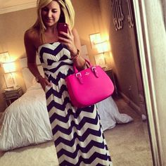 Black and white chevron dress with a hot pink kate spade purse.Love this look! Look Fashion, Fashion Outfits, Fashion Ideas, Summer Outfits, Cute Outfits, Summer Clothes, Trendy Outfits, Beautiful Outfits, Girl Outfits