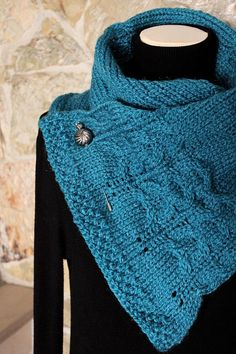 Knitted scarf in shades of blue. Ready to Ship by pingosdoceu