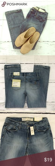 Ann Taylor LOFT Slim Boot Jeans Distressed 4P Smoke Free Home!  Measurements:  Waist - 30in Rise - 8in Inseam - 29in Length - 37.5in Leg Opening - 8in  Same OR Next Day Shipping =D Ann Taylor Jeans Boot Cut