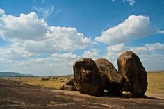 Imagen de http://elviajequebuscas.com/resources/media/images/tanzania.soundsOfAfrica/8-rocas-P.N.Serengeti.jpg.