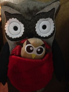 Owly's wondering if this owl would be his mommy. Day 9 of #yearofowly #lifeofowly
