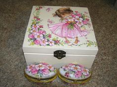bau em mdf com decoupage ile ilgili görsel sonucu Decoupage Box, Decoupage Vintage, Decor Crafts, Diy And Crafts, Wooden Box Designs, Cute House, Altered Boxes, Jewellery Boxes, Kids Boxing