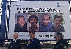 20-Apr-2014 11:48 - FRANSE JOURNALISTEN WEER THUIS. De vier Franse journalisten die gisteren na een ontvoering van tien maanden vrijkwamen, zijn weer thuis. Op een militaire basis bij Parijs werden ze welkom geheten door president Hollande, familie en collega's. De vier deden verslag van de burgeroorlog in Syrië toen ze vorig jaar juni werden ontvoerd door jihadisten die van Syrië een radicaal-islamitische staat willen maken. Twee van hen verdwenen op 6 juni, de andere twee werden twee...