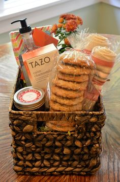 Welcome Basket ideas. Combining homemade and store-bought items into a thoughtfu. Welcome Basket ideas. Combining homemade and store-bought items into a thoughtful gift basket. Homemade Gift Baskets, Diy Gift Baskets, Homemade Gifts, Basket Gift, Homemade Bar, Food Gifts, Craft Gifts, Diy Gifts, Welcome New Neighbors