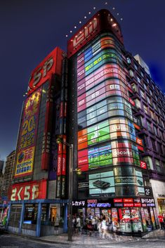Shinjuku at Dusk, Shinjuku is one of the 23 special wards of Tokyo, Japan. It is a major commercial and administrative center, City Ville, Japon Tokyo, Shinjuku Tokyo, Places To Travel, Places To Visit, All About Japan, Island Nations, Visit Japan, Japanese Culture